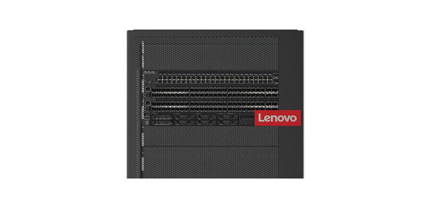 mała czarna jednostka z logiem Lenovo